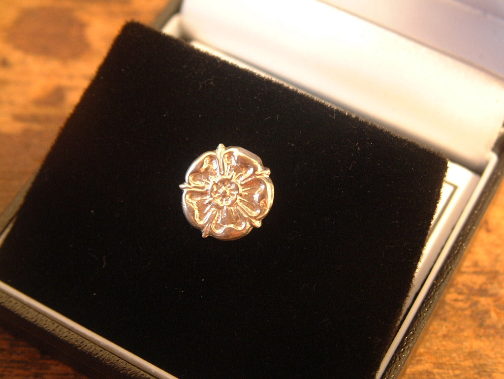 Hallmarked sterling silver Yorkshire Rose lapel pin